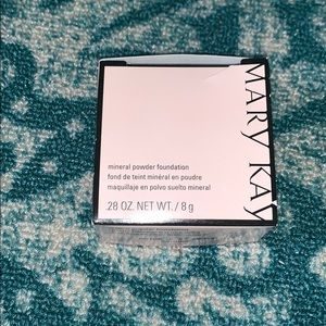NIB Mary Kay mineral powder foundation